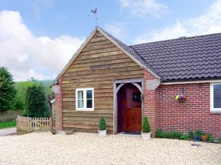 THE OLD TACK ROOM, pet friendly, country holiday cottage, with a garden in Ibberton, Ref 2980 - Sturminster Newton vacation rentals