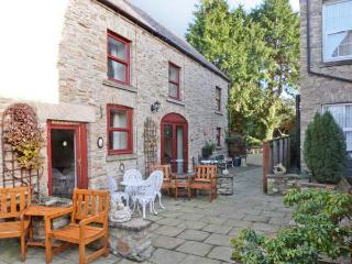 FOXGLOVE COTTAGE, pet friendly, country holiday cottage, with a garden in - Richmond vacation rentals