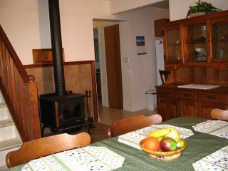 Kiwi Cove Cottage, private country setting - Ladysmith vacation rentals