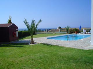 Comfortable 2 bedroom Villa in Latchi with Internet Access - Latchi vacation rentals