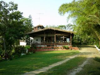 Bright 4 bedroom House in Montanita with Deck - Montanita vacation rentals