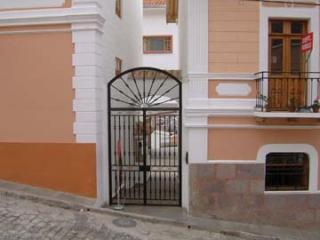 Entrance to gated complex - Balcon de la Cuenca beautiful apartment in Quito - Quito - rentals