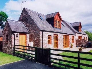 KAMBA COTTAGE, pet friendly, country holiday cottage, with pool in Kirriemuir, Ref 1904 - Angus vacation rentals