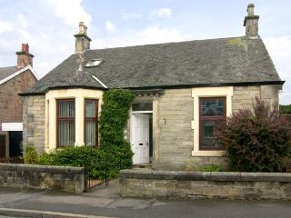 SALRUTH COTTAGE, country holiday cottage, with a garden in Alloa, Ref 2793 - Dunning vacation rentals