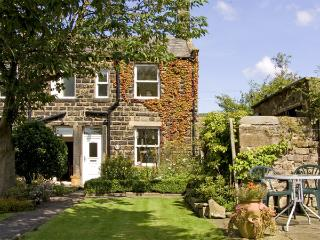 BOX TREE COTTAGE, family friendly, character holiday cottage, with a garden in Embsay, Ref 1485 - Embsay vacation rentals