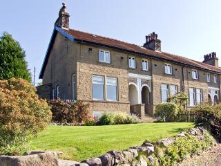 1 BRIDGE END, pet friendly, character holiday cottage, with a garden in Grassington, Ref 1902 - Hetton vacation rentals