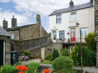 PASTURE COTTAGE, character holiday cottage, with a garden in Embsay, Ref 2082 - Embsay vacation rentals