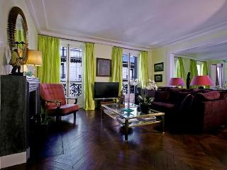 FREE NT! Luxury Pied-a-Terre in the Left Bank! - Clichy vacation rentals