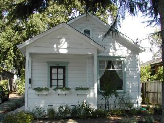 Charming Wine Country Cottage Steps From Downtown - Napa Valley vacation rentals