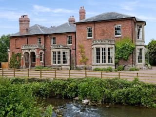 ABBEY DORE COURT, pet-friendly, luxury holiday cottage, with a garden in Abbey Dore, Ref 3674 - Hereford vacation rentals