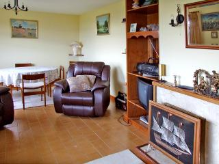 OCEAN HEIGHTS, pet friendly, country holiday cottage,with a garden in Glengarriff, County Cork, Ref 3672 - Glengarriff vacation rentals