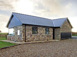 CAITLIN'S COTTAGE, family friendly, country holiday cottage, with a garden in - Clashmore vacation rentals
