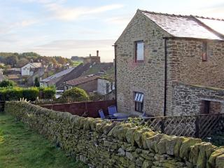 ROSE BARN, pet friendly, character holiday cottage, with a garden in Sparrowpit, Ref 3686 - Millbrook vacation rentals