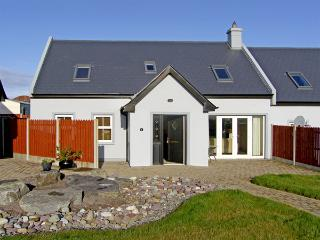 2 THE COURT, family friendly, with a garden in Kinsale, County Cork, Ref 3731 - Kilbrittain vacation rentals