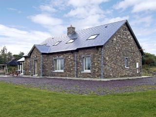 RIVER HOUSE, family friendly, luxury holiday cottage, with a garden in Sneem - Sneem vacation rentals