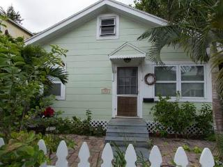 Anna's Cottage - Bradenton Beach vacation rentals