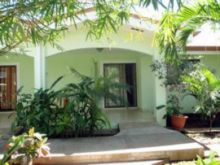 Cozy Tropical Condo - 300mts from the beach - Playas del Coco vacation rentals