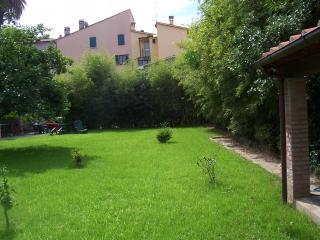 Garden at Palazzo Ferretti - Lovely 1 Bedroom Vacation House in Pietrasanta, Tuscany - Pietrasanta - rentals