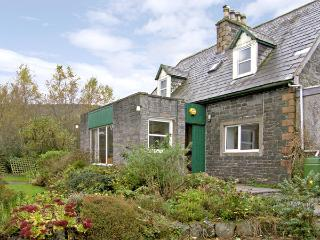 NETHER BARR FARMHOUSE, pet friendly, character holiday cottage, with a garden in Newton Stewart, Ref 492 - Dumfries & Galloway vacation rentals