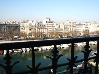 **Inquire for addtl $70 OFF - Bastille River View - Paris vacation rentals