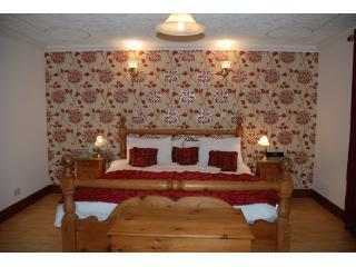 Super King Bed - Abalone Guest House Bed & Breakfast Accommodation - Dingwall - rentals