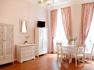 Nice Condo with Internet Access and Dishwasher - Vienna vacation rentals