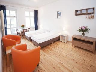Bach Studio Schonhauser Allee in Berlin - Berlinchen vacation rentals