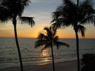 "andrewbestsunset2.JPG - ""The Shores""smack on the beach,perfect ocean views - Fort Myers Beach - rentals"