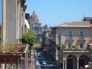 Just right for the perfect city escape up to 11 ! - Catania vacation rentals