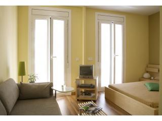 Bedroom - Salon. Nice balcony, very lightly - Cute, stylish apartment in GRACIA area - Barcelona - rentals