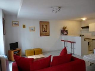 Idee, Lovely Studio Apartment in Great Cannes Location - Le Cannet vacation rentals