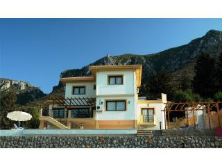 Villa with Mountains behind - Villa Jacaranda, Kyrenia, (Karmi)  Northern Cyprus - Kyrenia - rentals
