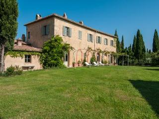 Large Chic Tuscany Villa with Private Guest House and Al Fresco Dining - Villa - Poggio alle Mura vacation rentals
