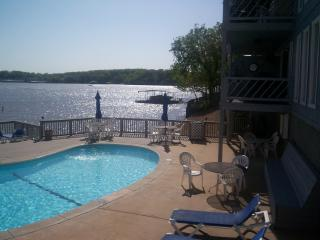 Lakefront poolside - 1BR Osage B Great Location Condo year round rental - Osage Beach - rentals