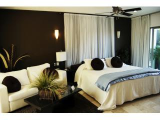 Bedroom & Seating (Sofa Bed) - So Very CLEAN and so ROMANTIC CARIBBEAN HIDEAWAY - Playa del Carmen - rentals