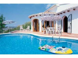 Another day on the lilo in my own private pool! - Villa Carob, pool, air-con, wifi, nice view - Teulada - rentals