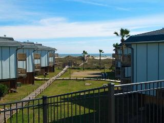 2/2 spacious condo in a nice beachfront complex, access to play area - Port Aransas vacation rentals