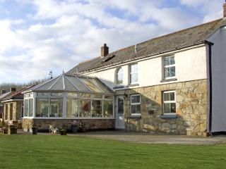 CHAPEL GREEN, pet friendly, character holiday cottage, with a garden in - Polgooth vacation rentals