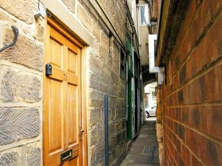 SMUGGLERS NOTCH, family friendly, character holiday cottage in Whitby, Ref 3758 - Whitby vacation rentals