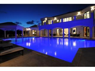 Late night swim? - Moonraker- 1 To 7 Suites - Luxury And Seclusion - Island Harbour - rentals