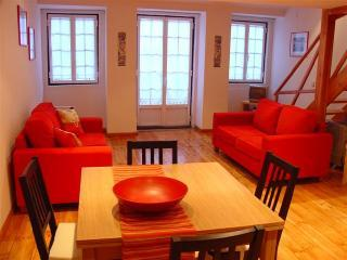 Casa S. Sebastiao DIRECT LINE AIRPORT - FREE WIFI - Lisbon vacation rentals