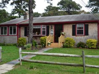 Cozy 3 bedroom House in Dennis Port with Deck - Dennis Port vacation rentals
