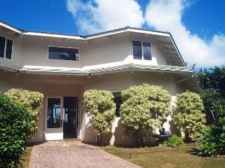 Ocean Cliffs Home: Oceanfront, a/c, close to beach, upscale neighborhood - Princeville vacation rentals