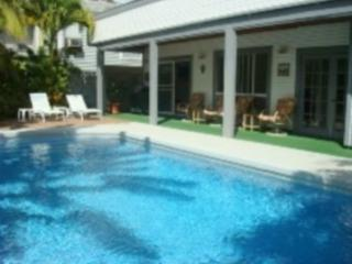 Fully Tiled Swimming Pool - Exec Eco Friendly Beachside Home w/ Swimming Pool - Kailua - rentals