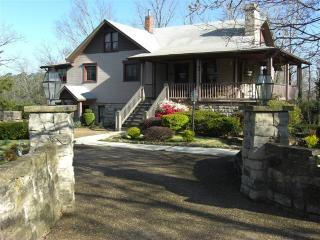 6bdrm/6ba Historic Home in Heart of Eureka Springs - Eureka Springs vacation rentals