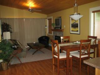 Sunny Cottage with Deck and Dishwasher in Parksville - Parksville vacation rentals
