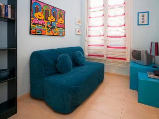 Cozy Budget Loft Great Location Madrid Centre GV 2 - Madrid Area vacation rentals