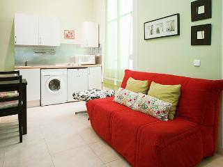Madrid Cozy Low-Cost & Central GranVia3 - Sevilla La Nueva vacation rentals