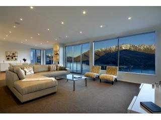 Luxury Accommodation in Queenstown at Bel Lago - open plan living areas - Bel Lago luxury villa in Queenstown New Zealand - Queenstown - rentals