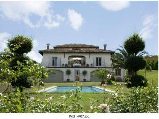 Villa Romana w/16 m pool, luxury 25km from Rome - Campagnano di Roma vacation rentals